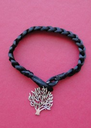 Bracelet with tree pendant