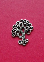 Pendant with tree
