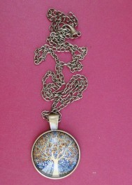 Tree pattern cabachon pendant necklace